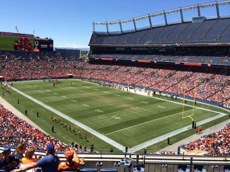 Vista sentada para Broncos Stadium at Mile High Secção 328 Fila 7 Lugar  8
