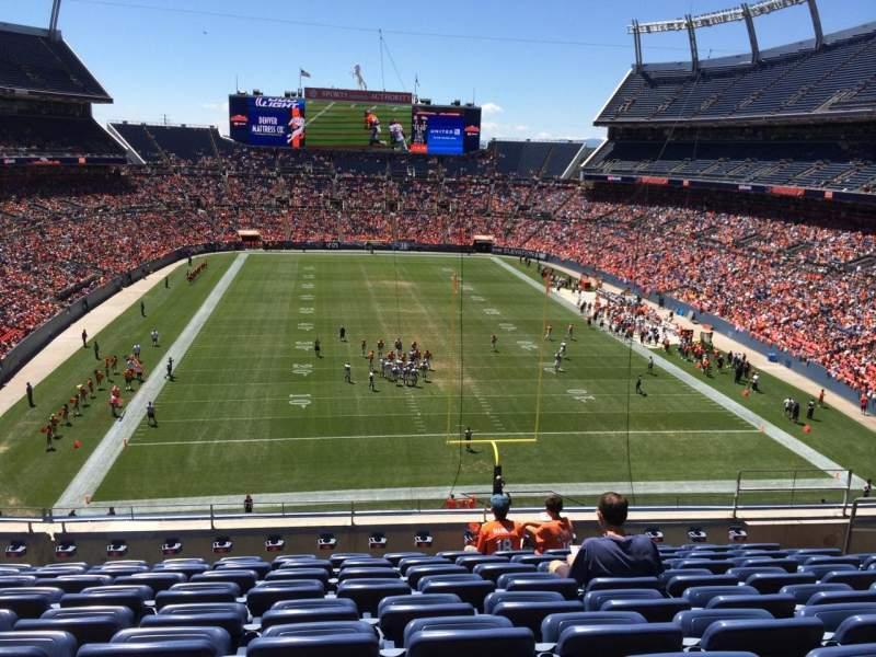 Vista sentada para Empower Field at Mile High Stadium Secção 325 Fila 9 Lugar 7