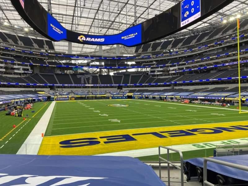 Vista sentada para SoFi Stadium Secção 100 Fila 4 Lugar 15