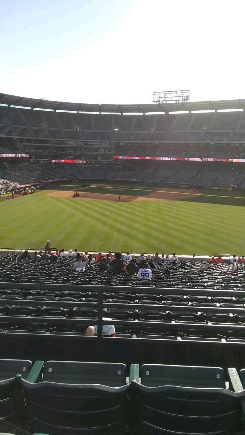 Vista sentada para Angel Stadium Secção P246 Fila C Lugar 13