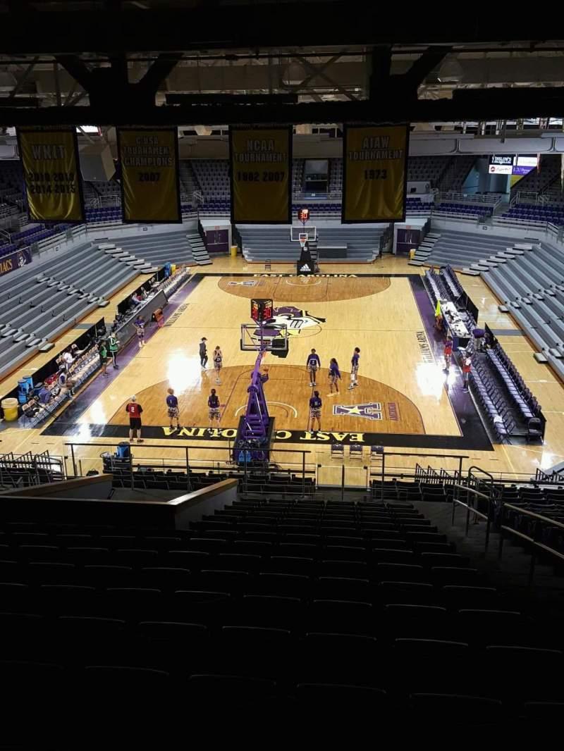 Vista sentada para Williams Arena at Minges Coliseum Secção 211 Fila V Lugar 1