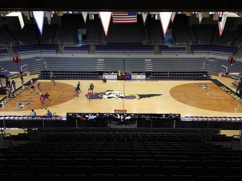Vista sentada para Williams Arena at Minges Coliseum Secção 215 Fila R Lugar 10