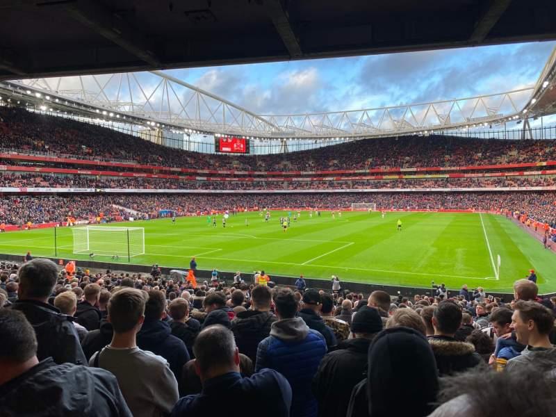 Vista sentada para Emirates Stadium Secção 22
