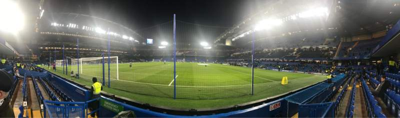 Vista sentada para Stamford Bridge Secção Shed End Lower 3 Fila 4