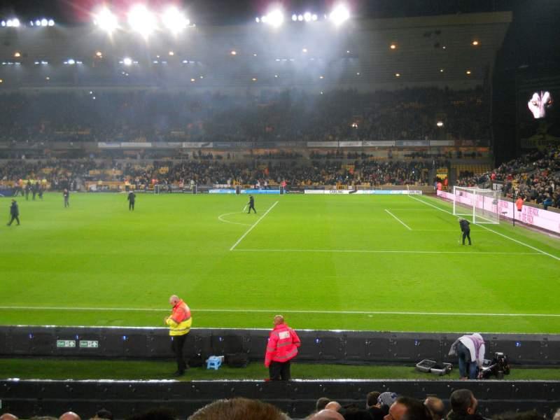 Vista sentada para Molineux Stadium Secção JL3 Fila M Lugar 64