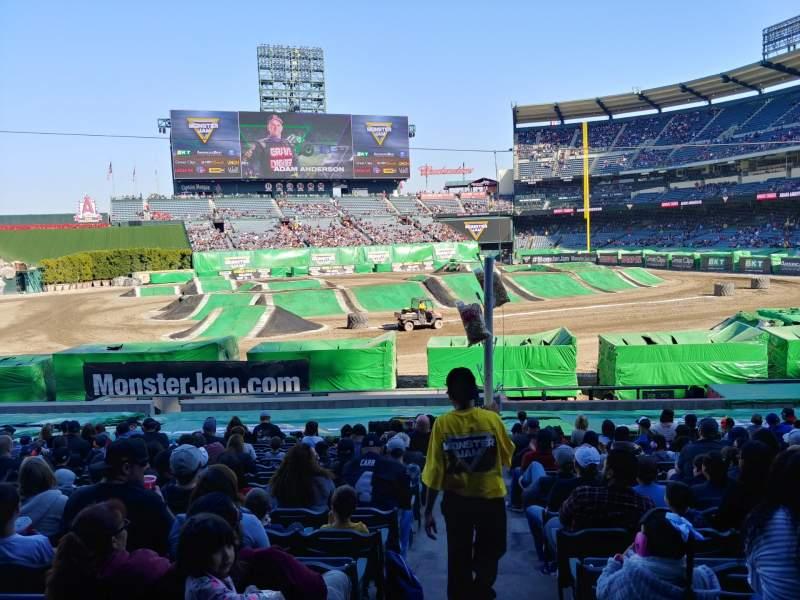 Vista sentada para Angel Stadium Secção 209 Fila A Lugar 21