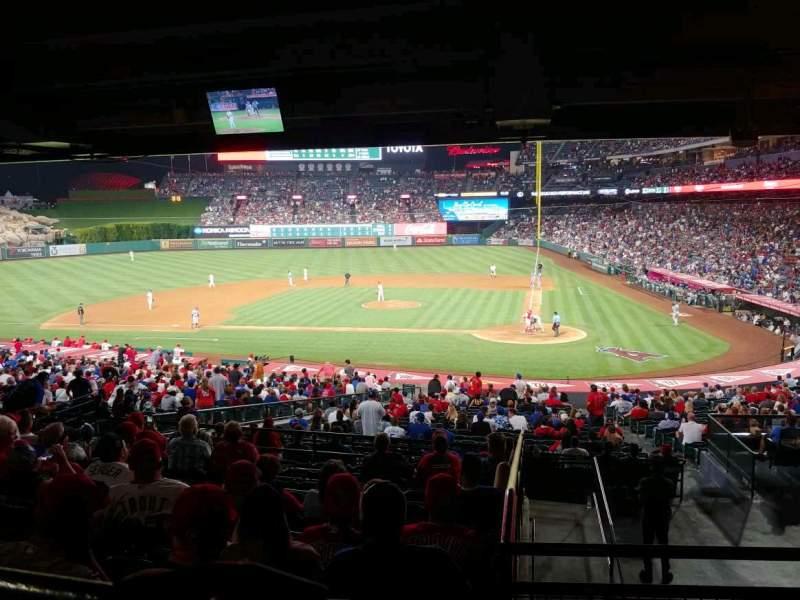 Vista sentada para Angel Stadium Secção 213 Fila M Lugar 10