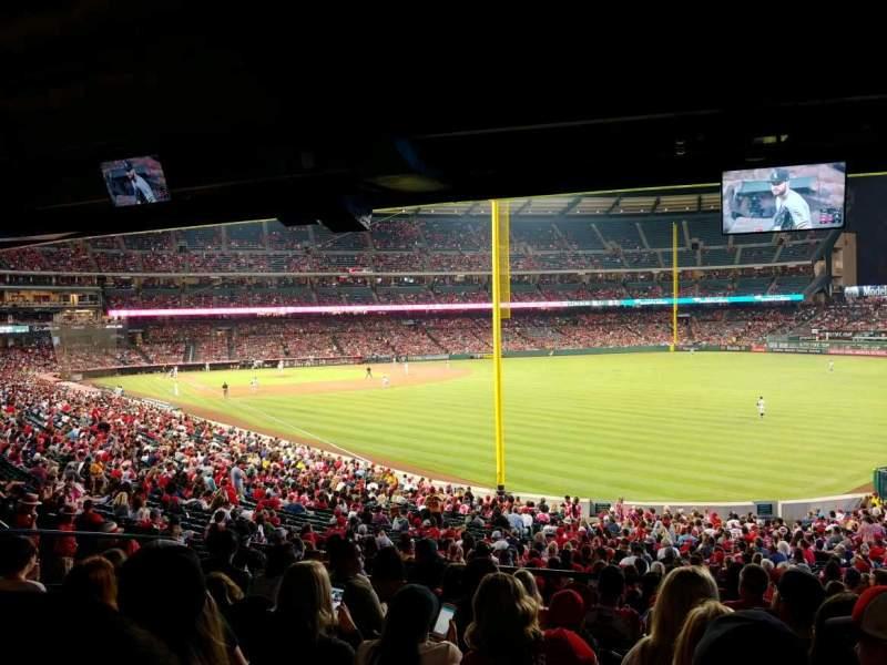Vista sentada para Angel Stadium Secção 231 Fila K Lugar 22