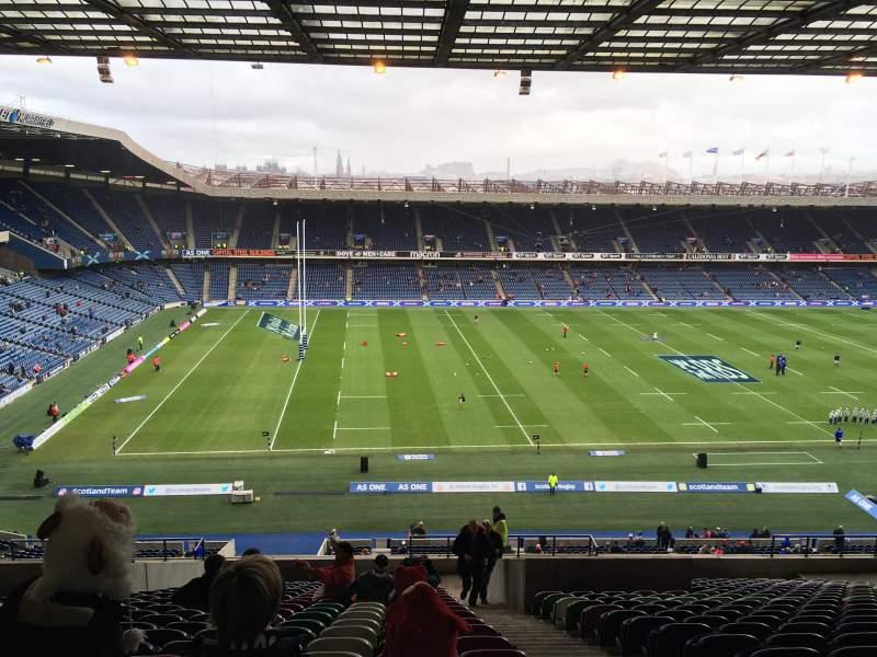 Vista sentada para Murrayfield Stadium Secção W32 Fila LL Lugar 10