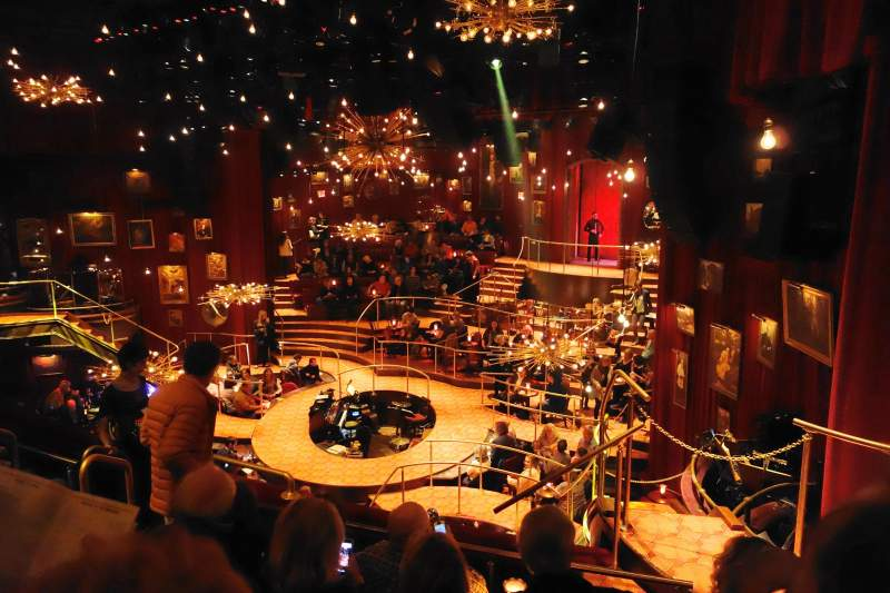 Vista sentada para Imperial Theatre Secção FMEZO Fila E Lugar 7