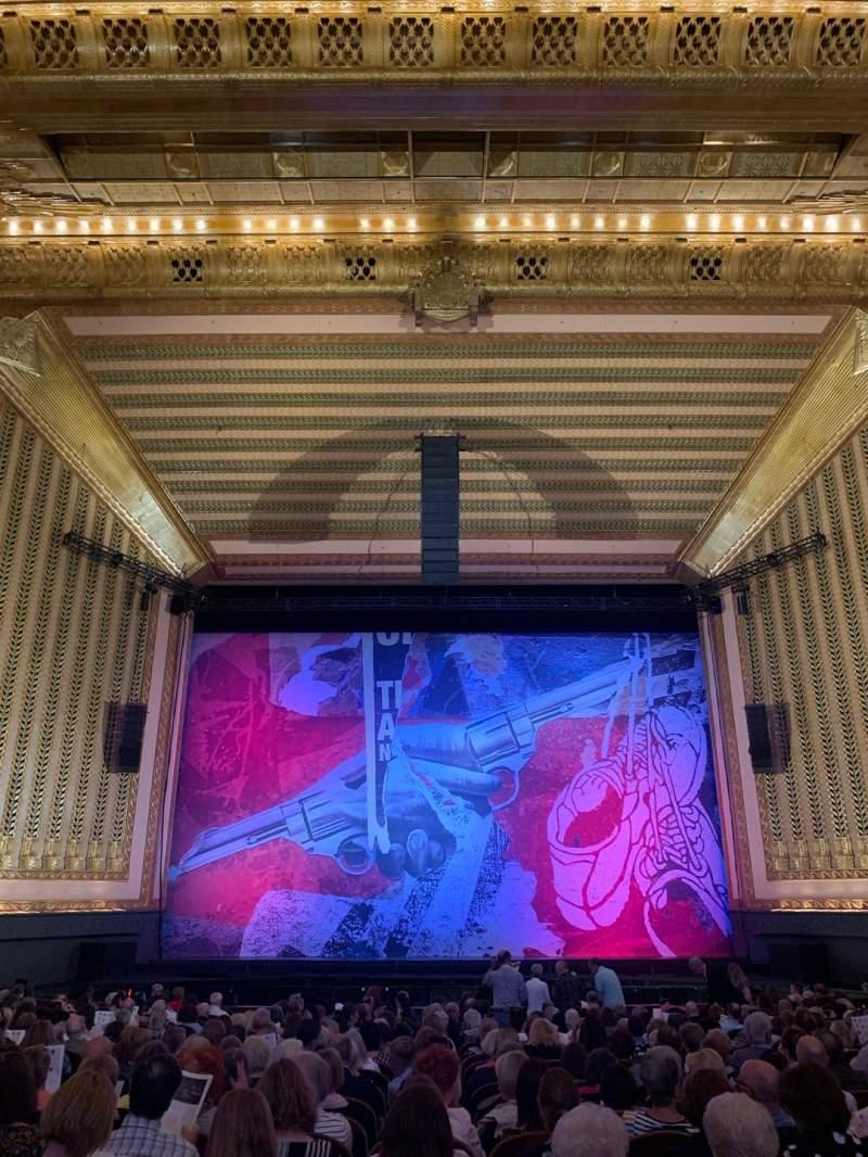 Vista sentada para Lyric Opera House Secção Ochestra center Fila X Lugar 105