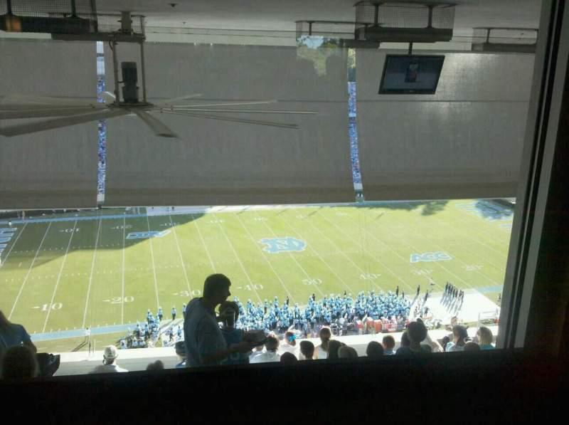 Vista sentada para Kenan Memorial Stadium Secção Club Seats