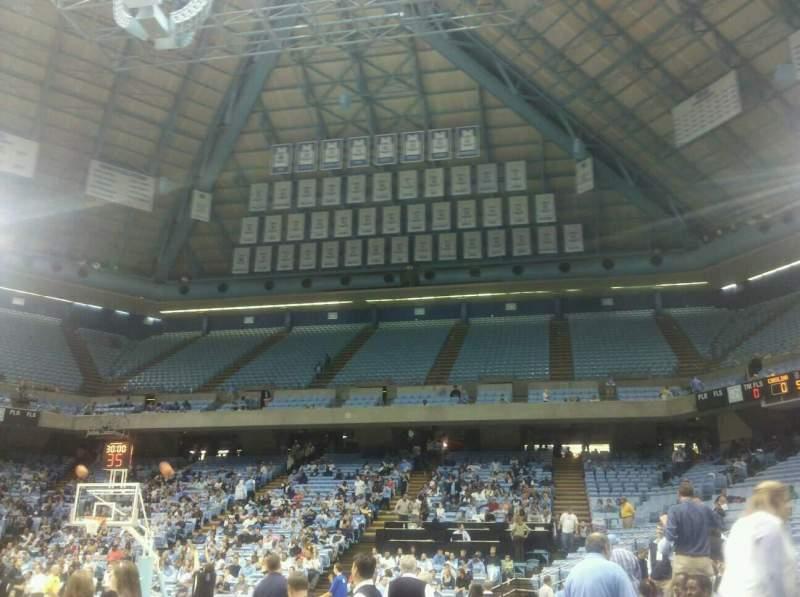 Vista sentada para Dean E. Smith Center Secção 101