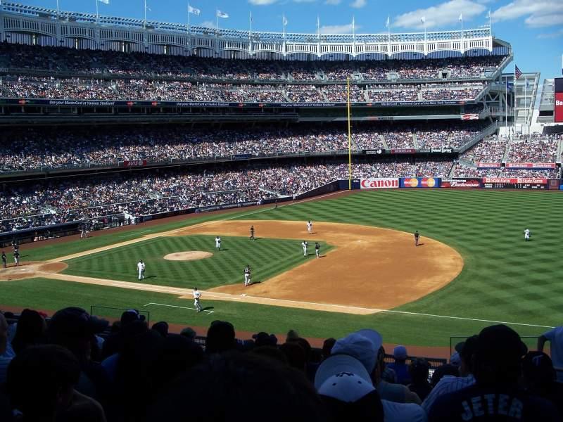 Vista sentada para Yankee Stadium Secção 214A Fila 10 Lugar 3