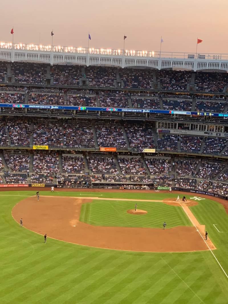 Vista sentada para Yankee Stadium Secção 334 Fila 1 Lugar 1