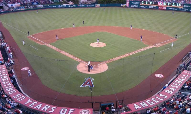 Vista sentada para Angel Stadium Secção V410 Fila A Lugar 419