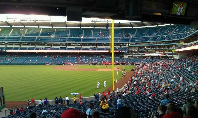 Vista sentada para Angel Stadium Secção 201 Fila J Lugar 11,12