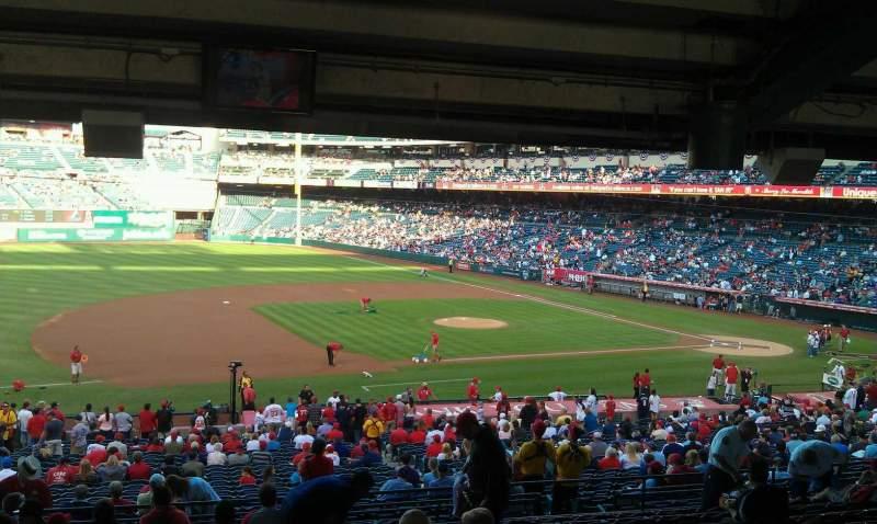Vista sentada para Angel Stadium Secção 210 Fila WC Lugar 2,3