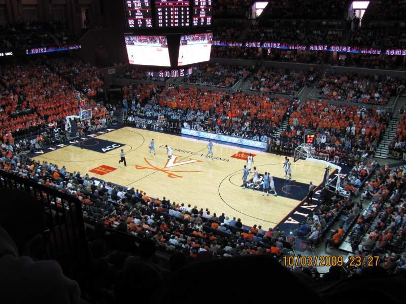 Vista sentada para John Paul Jones Arena Secção 311 Fila H Lugar 11