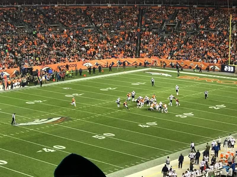 Vista sentada para Broncos Stadium at Mile High Secção 343 Fila 9 Lugar 13