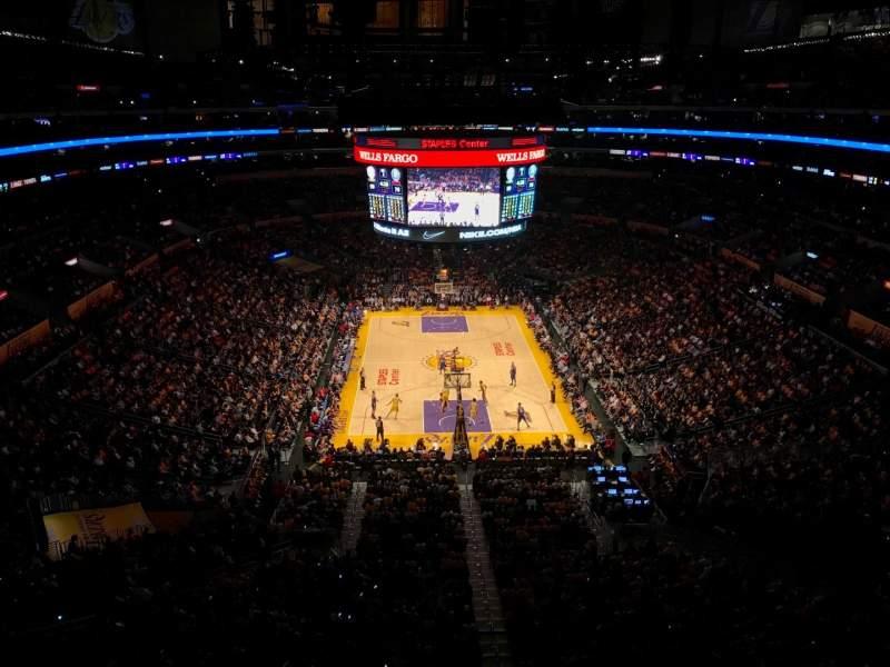 Vista sentada para Staples Center Secção 327 Fila 2 Lugar 2