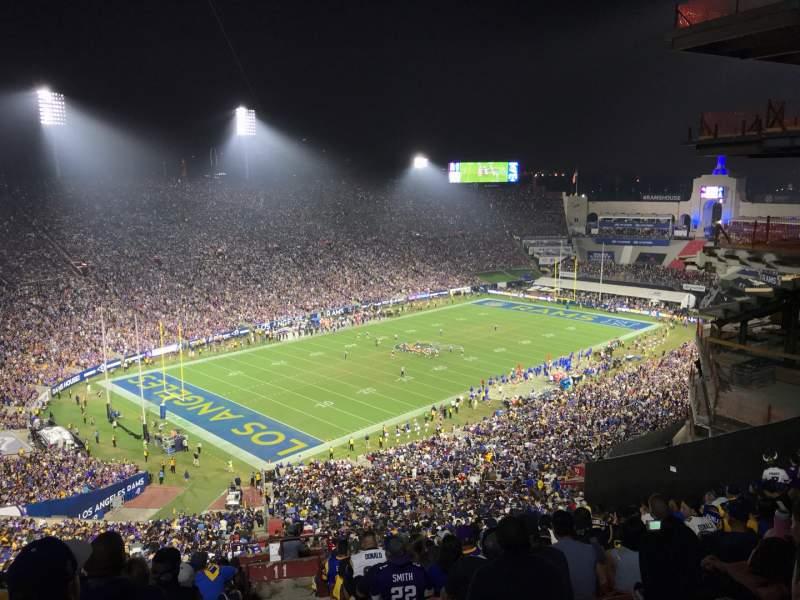 Vista sentada para Los Angeles Memorial Coliseum Secção 311 Fila 25 Lugar 1