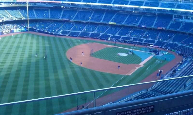Vista sentada para Yankee Stadium Secção 431b Fila 2 Lugar 8
