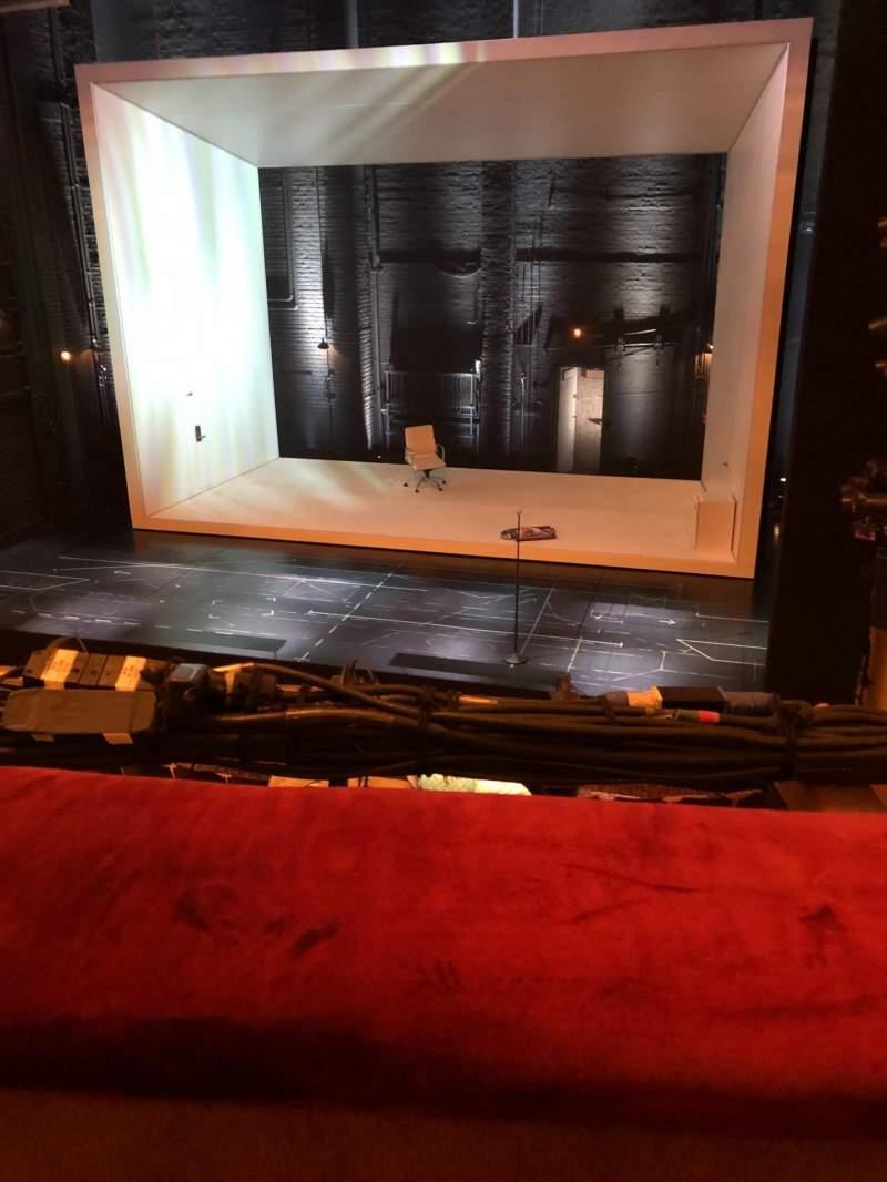 Vista sentada para John Golden Theatre Secção Front Mezzanine R Fila A Lugar 116
