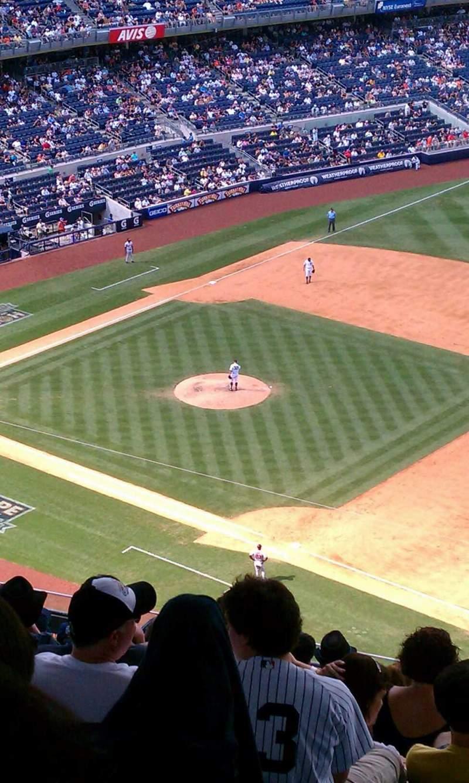 Vista sentada para Yankee Stadium Secção 413 Fila 14 Lugar 6
