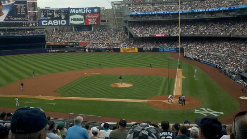 Vista sentada para Yankee Stadium Secção 222 Fila 13 Lugar 9