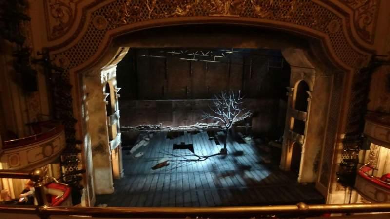 Vista sentada para Cort Theatre Secção Balcony C Fila B Lugar 102