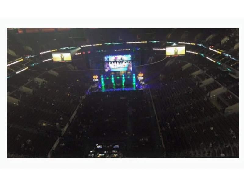 Vista sentada para Wells Fargo Center Secção Floor 4 Fila 1 Lugar 5