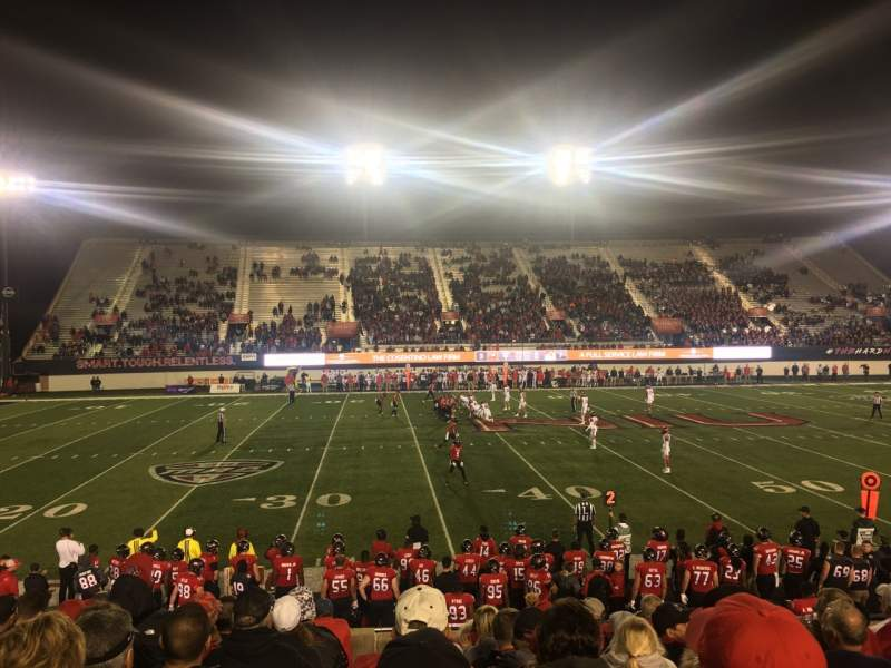 Vista sentada para Huskie Stadium Secção PREM E Fila 10 Lugar 11