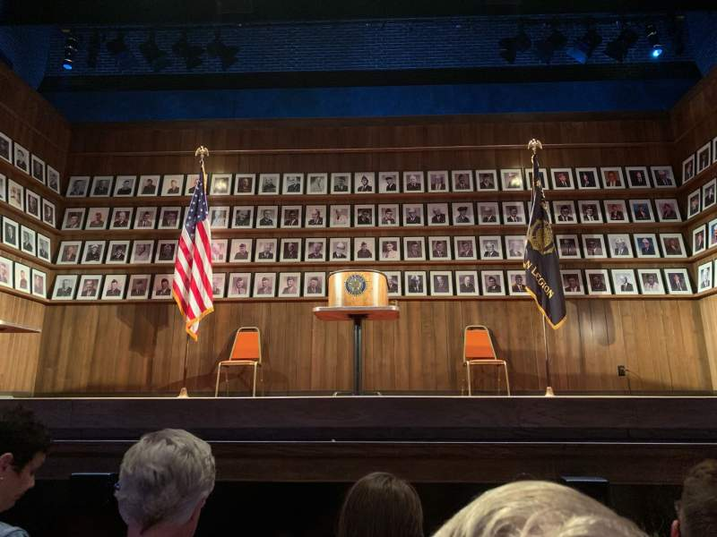 Vista sentada para Hayes Theater Secção Orchestra C Fila C Lugar 106