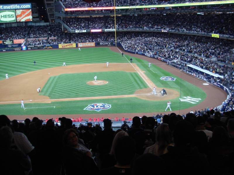 Vista sentada para Yankee Stadium Secção 223 Fila 22 Lugar 20