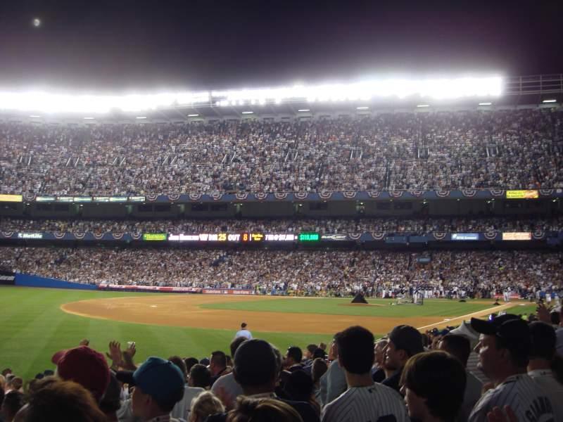 Vista sentada para Old Yankee Stadium Secção Field Box 88 Fila J Lugar 1
