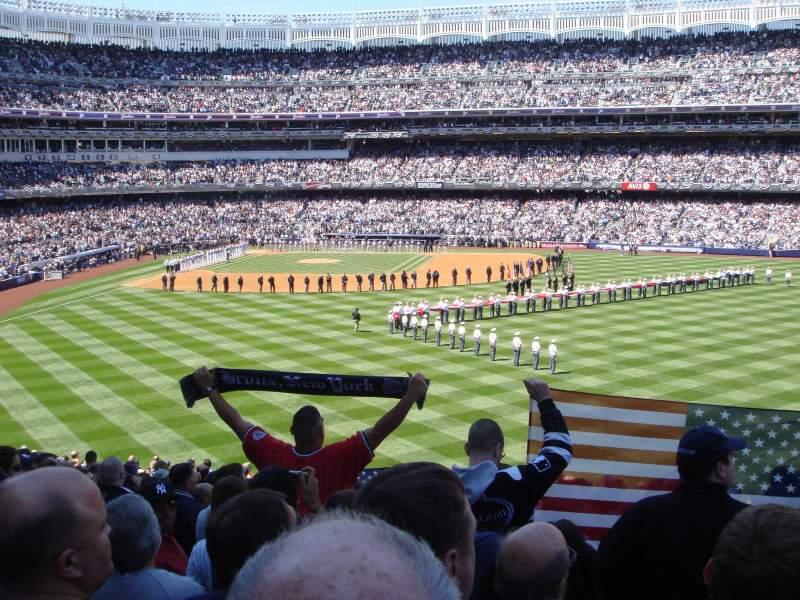 Vista sentada para Yankee Stadium Secção 203 Fila 23