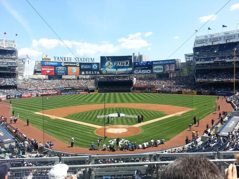 Vista sentada para Yankee Stadium Secção 220B Fila 4 Lugar 10