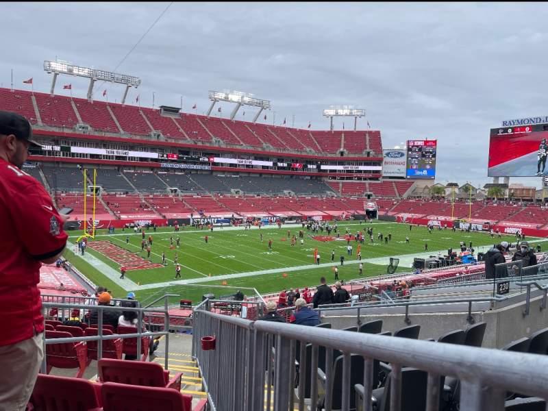 Vista sentada para Raymond James Stadium Secção 229 Fila J Lugar 4