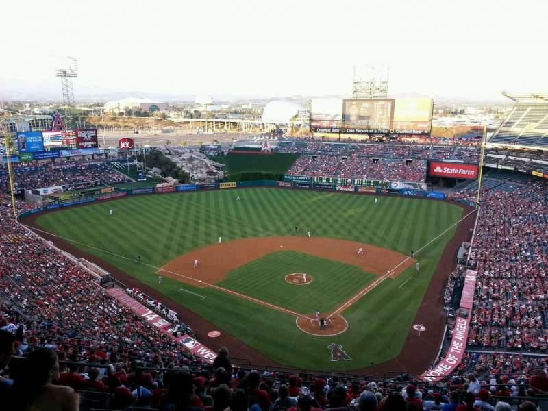 Vista sentada para Angel Stadium Secção 519 Fila H Lugar 10
