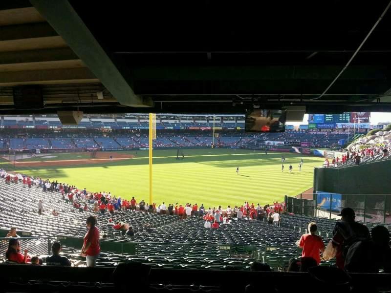 Vista sentada para Angel Stadium Secção 231 Fila SA Lugar 14