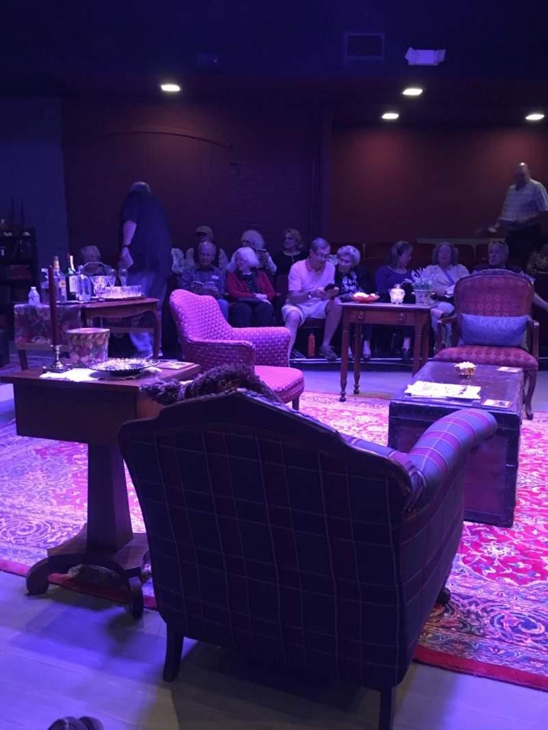Vista sentada para Winchester Little Theater Secção Orchestra Fila B Lugar 9