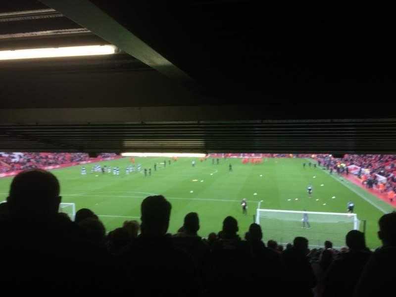 Vista sentada para Anfield Secção Away Lower Fila 30 Lugar 155
