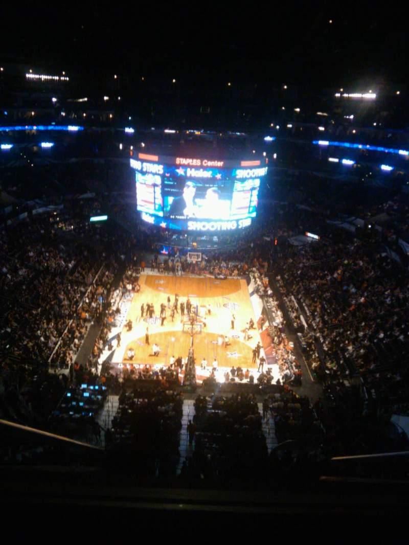 Vista sentada para Staples Center Secção 327 Fila E Lugar 9