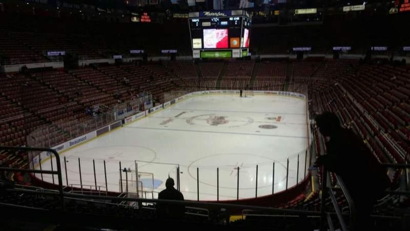 Vista sentada para Joe Louis Arena Secção 213B Fila 5 Lugar 13