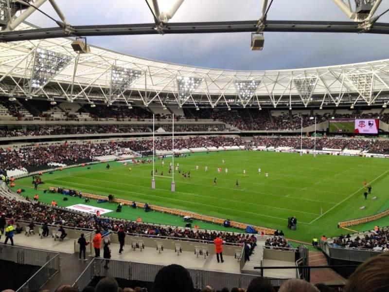 Vista sentada para London Stadium Secção 227 Fila 44 Lugar 721