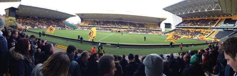 Vista sentada para Molineux Stadium Secção JL5 Fila H Lugar 140