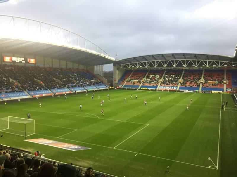 Vista sentada para DW Stadium Secção N2 Fila Y Lugar 18