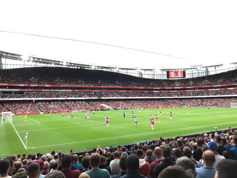 Vista sentada para Emirates Stadium Secção 20 Fila 18 Lugar 619