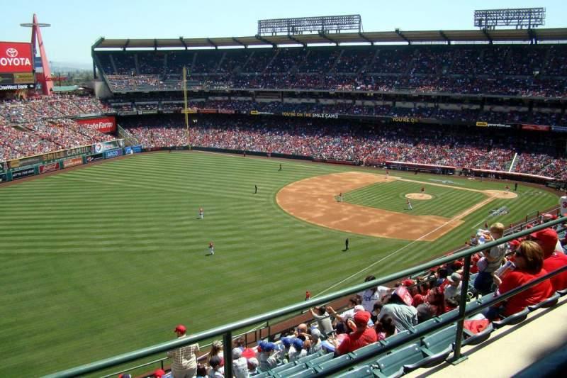 Vista sentada para Angel Stadium Secção V507 Fila A Lugar 1